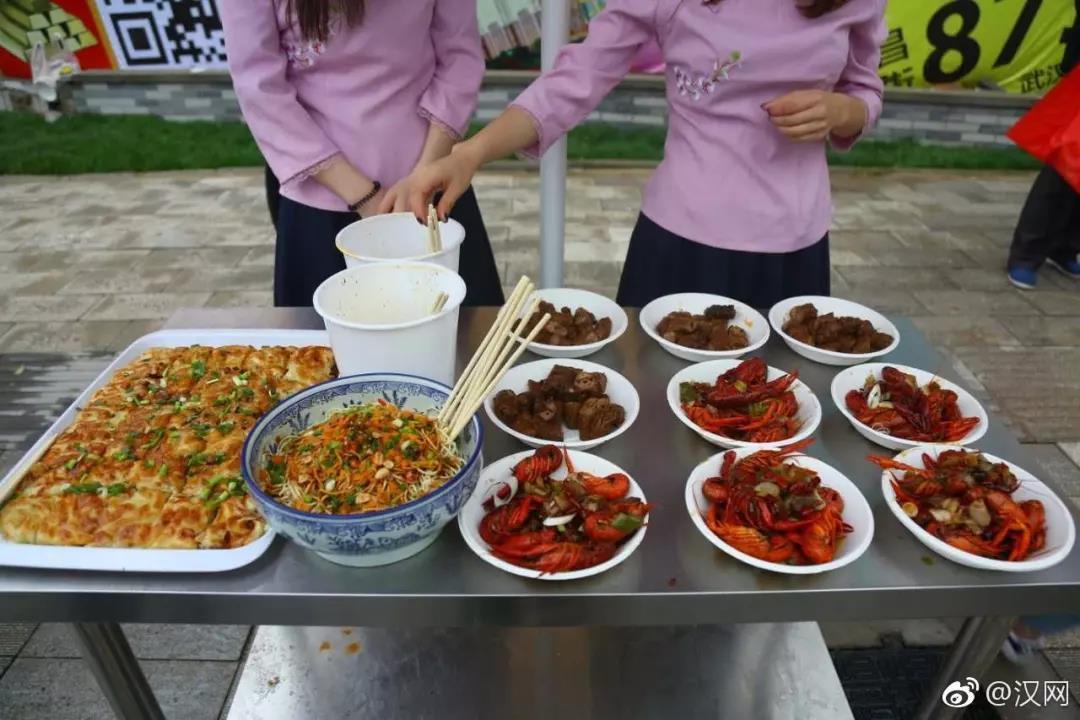 """苏州女孩子_马拉松补给花样多!你都跑过哪几场""""美食节""""?-益跑网-中国 ..."""