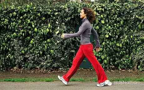 走路姿勢不正確導致o型腿怎么才算正確的走路姿勢圖片